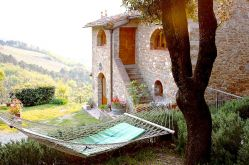Poggio all'Olmo self-catering vacation rooms and apartments on a Chianti vineyard